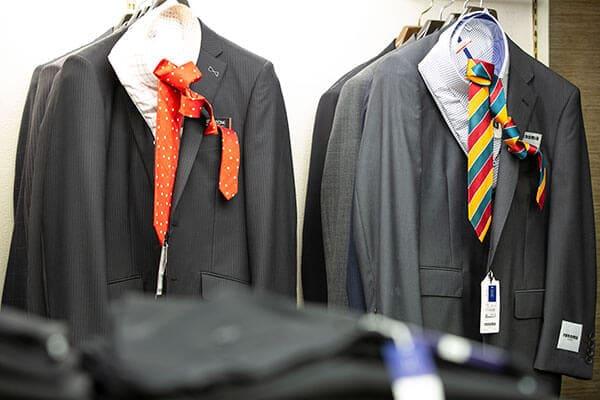 サイズを選択してオンラインでオーダースーツをご注文