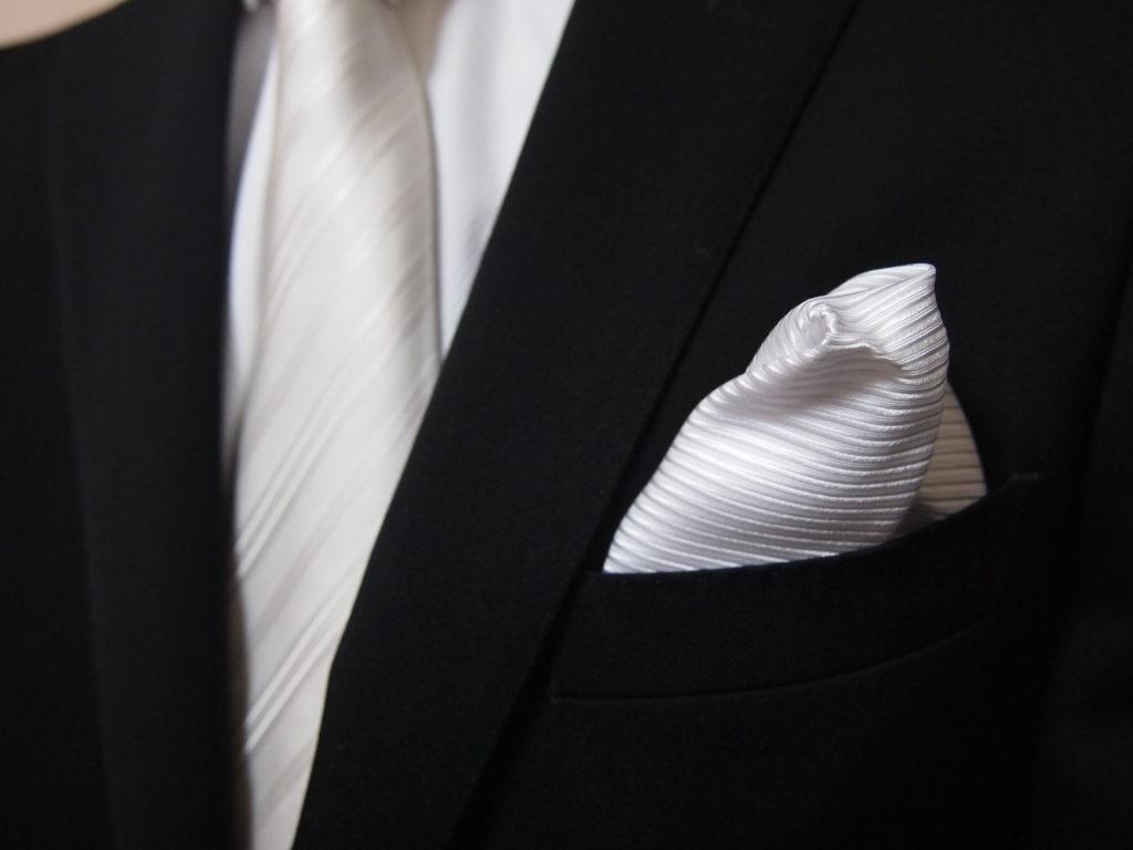 大人なら知っていないと恥ずかしい!礼服とビジネススーツの違い